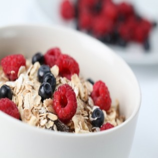 Booster strawberry and coconut muesli